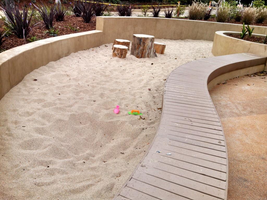 我们见过的设计最合理的沙坑,小朋友的最爱